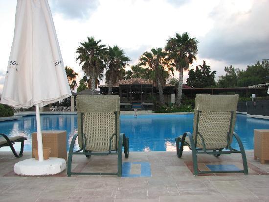 Aldemar Royal Mare Luxury & Thalasso Resort: Main pool A' near the main-building