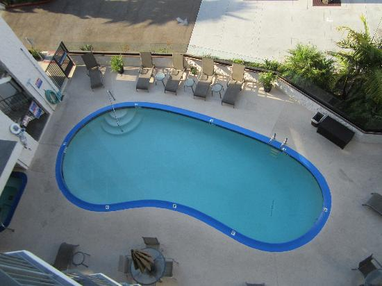 Best Western Yacht Harbor Hotel : Looking down at the pool in the front of the hotel