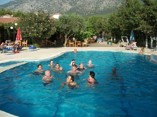 Gokcen Hotel & Apartments: Fun times in the lovely pool