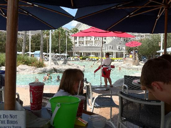 Disney's Beach Club Resort: Eating lunch and viewing the sandbottom pool!