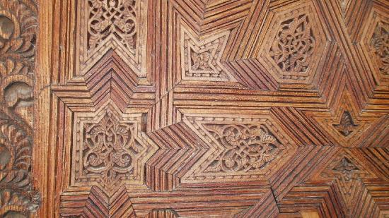 โบอินาเนียเมเดอร์ซา: detail of interior doors
