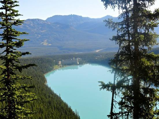 แฟร์มอนต์ ชาโตว์ เลคหลุยส์: View while on our hike.