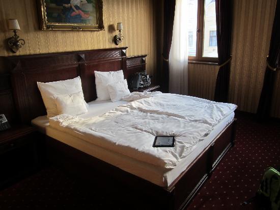โรงแรมโอเบสเตอร์: The Room