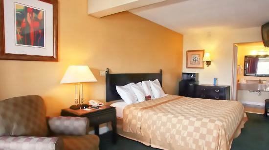Rodeway Inn near Florida Mall: King Room, Microwave, Fridge, Free Wifi
