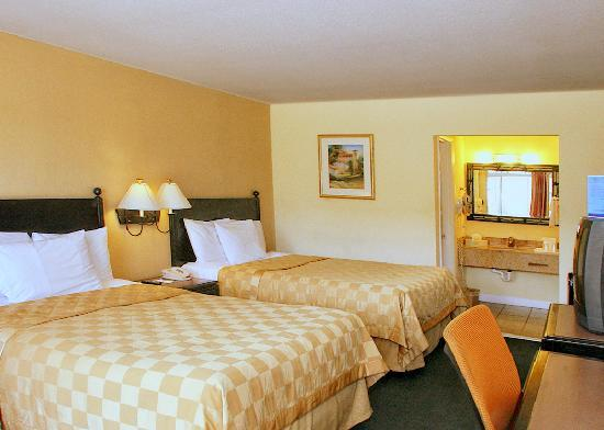 Rodeway Inn near Florida Mall: Two Double Beds.  Microwave, Fridge, Free Wifi