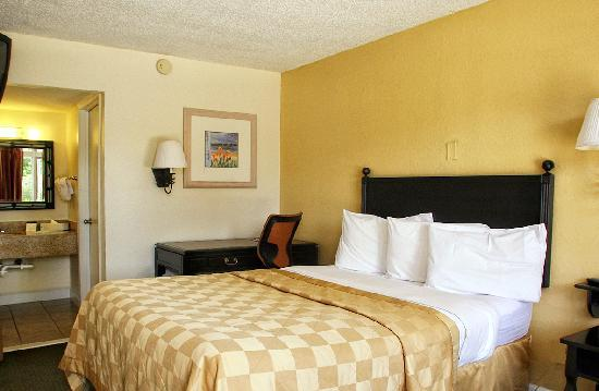 Rodeway Inn near Florida Mall: One Double Bed, Free Wifi