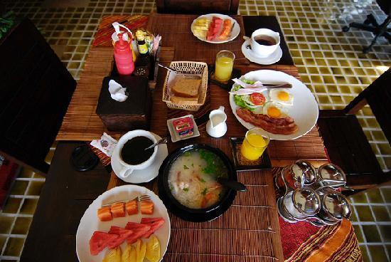 โรงแรมบ้านอันดามัน เบด แอนด์ เบรคฟาสต์: breakfast at Baan Andaman
