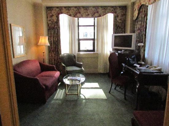 โรงแรม เดอะ แฟร์มอนท์ แวนคูเวอร์: Junior Suite sitting area