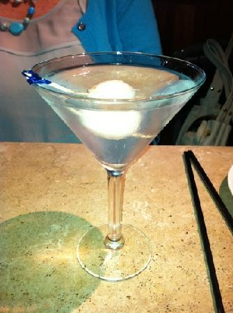 R & G Lounge: lei chi berry martini