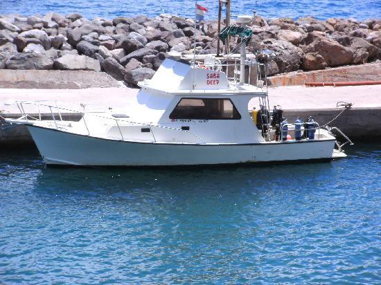 Saba Deep Dive Center: the boat