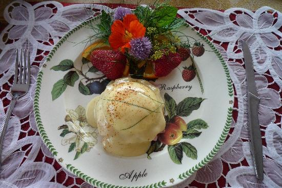 The Pine & Picket B&B: Egg Benedit with ediable flowers picked from the garden