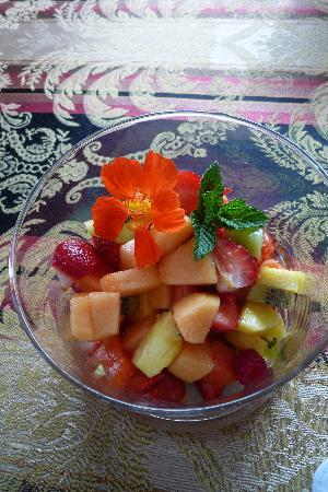 The Pine & Picket B&B: Fruit salad