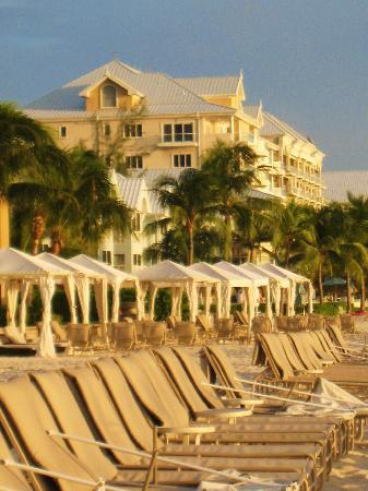The Ritz-Carlton, Grand Cayman: lots of room to enjoy the sunshine