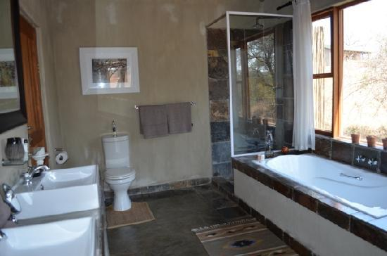 Notten's Bush Camp: bathroom