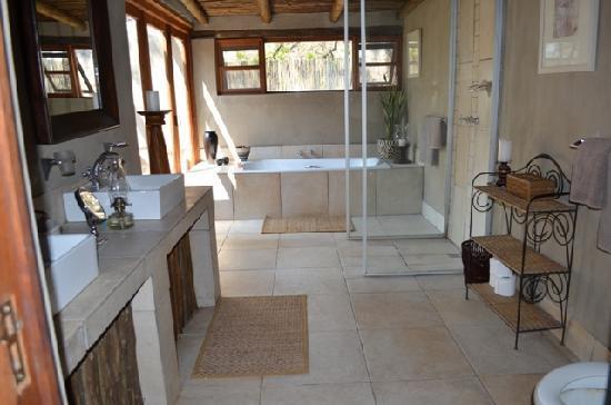 Notten's Bush Camp: Bathroom Family Suite