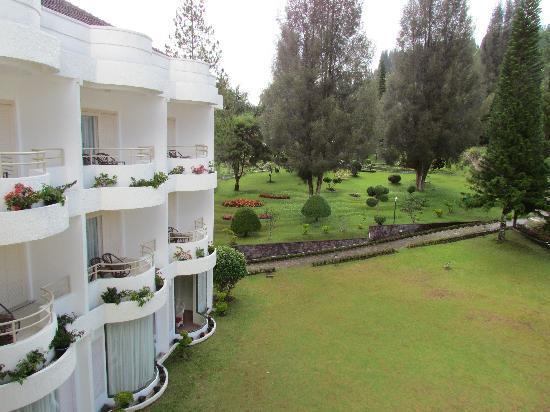 Grand Mutiara Hotel Berastagi: View from patio