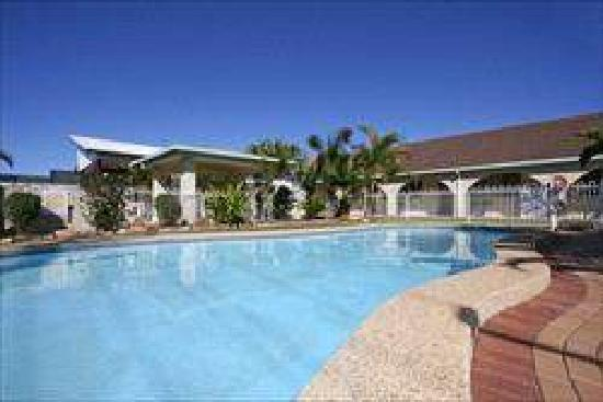 Sunshine Coast Airport Motel: Pool and motel