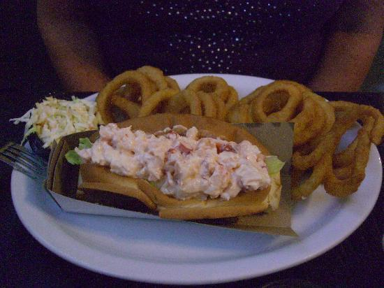 Harbour View Market & Restaurant: Lobster roll and onion rings
