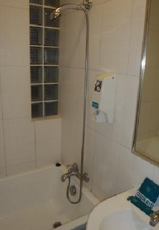 Hotel 81 - Sakura: バスルーム