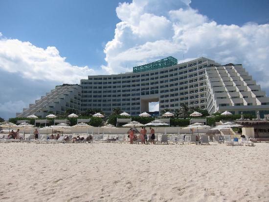 Live Aqua Beach Resort Cancun: View from the beach