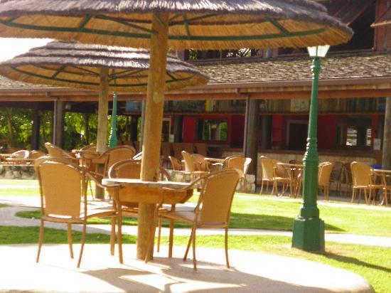 The Verandah Resort & Spa: bar area
