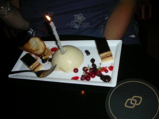 โซฟิเทลลิบอนลิเบอเดดโฮเตล: Lovely cake from the hotel!