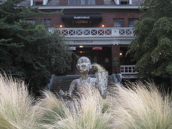 McMenamins Edgefield: Main Entrance