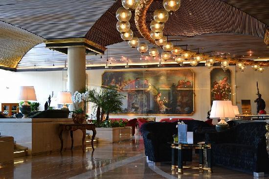 โรงแรมโรมคาวาเลียริวัลดอร์ฟแอสโทเรียแอนด์รีสอร์ท: ロビー