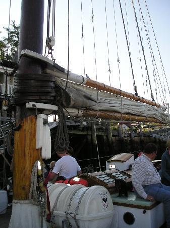 Schooner Appledore II Windjammer Cruise: Lifting the sails!