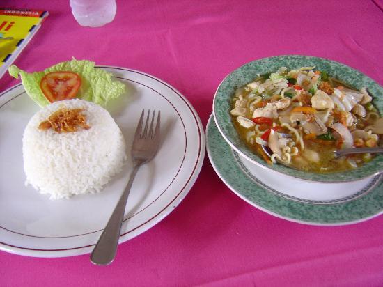 Rosani Hotel: レストランの食事、豪華ではないけれど味は◎