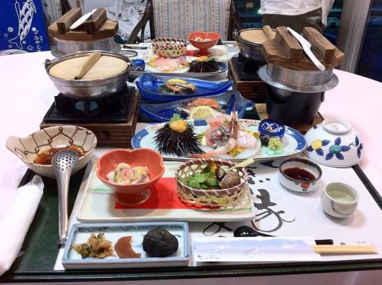 Yukaitei Miyajima: 料理(一部)この他に名物のわっぱ煮、鯛のカシラの唐揚げ デザートなどがあります。