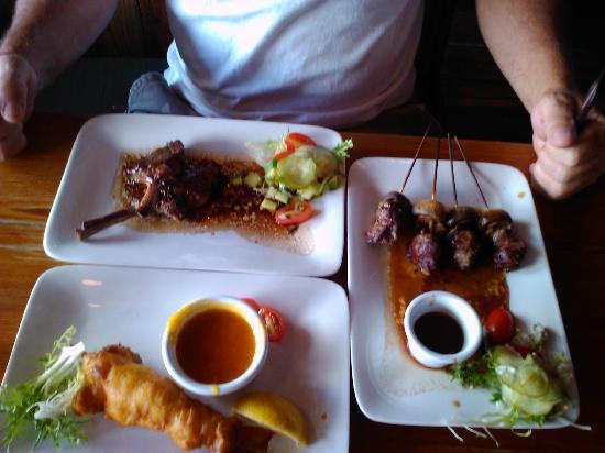 Commodore Waterfront Restaurant: Juicy Lamb chops,filet w/mushrooms,&Lobster Tempura