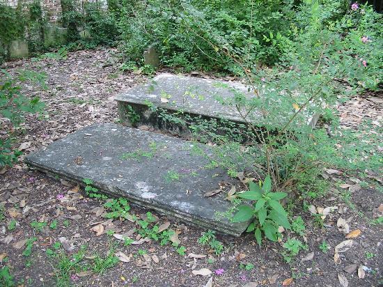 Colonial Park Cemetery: Grave