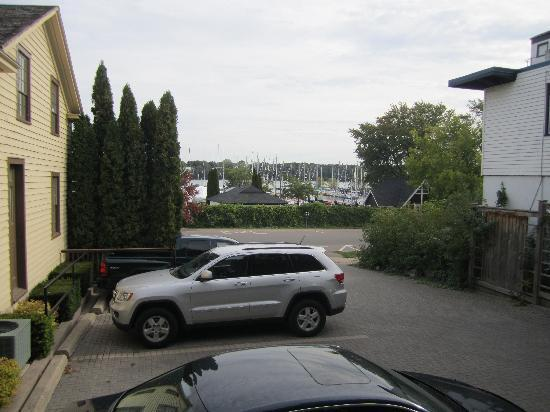 Queen's Landing: Private parking out front of the Dockside suite was ideal  for quickly driving to any destinatio
