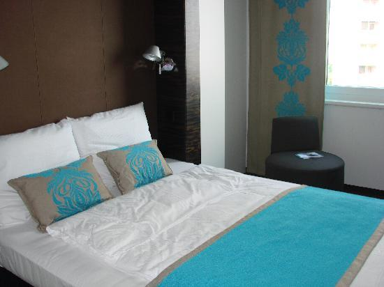 Motel One Berlin Mitte: Comfortable bed