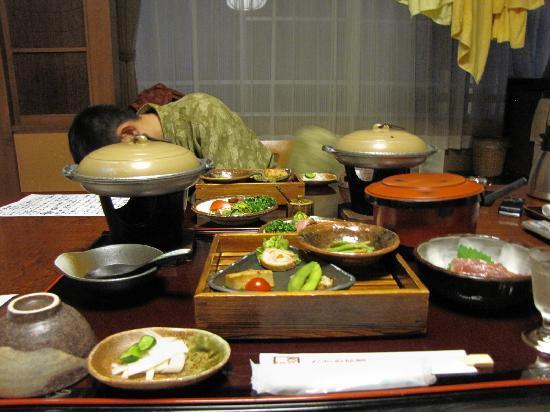 Nakaya Ryokan: 夕食。この後にも続々