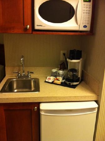 Holiday Inn Express and Suites Medicine Hat: convenient kitchenette