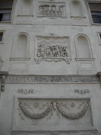 Villa Medici - Accademia di Francia a Roma: Details of the garden facace of Villa Medici - taken from Ara Pacis