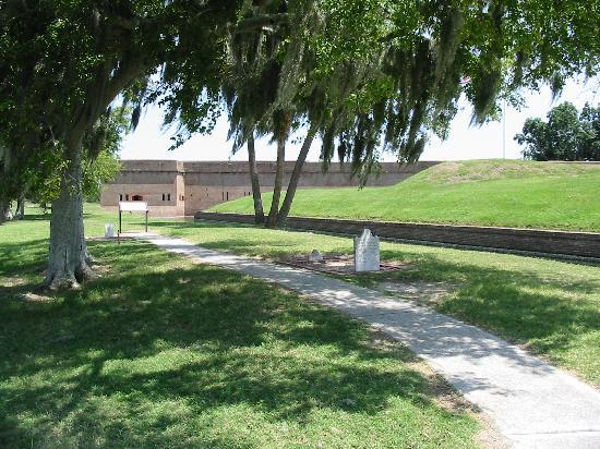 Fort Pulaski National Monument: Gravestones
