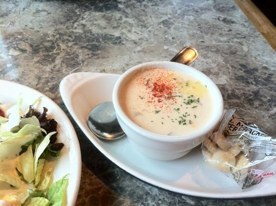 Driftwood Restaurant & Lounge: clam chowder