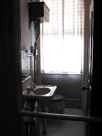 Juliette Gordon Low's Birthplace: Bathroom