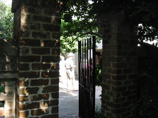 Juliette Gordon Low's Birthplace: Courtyard