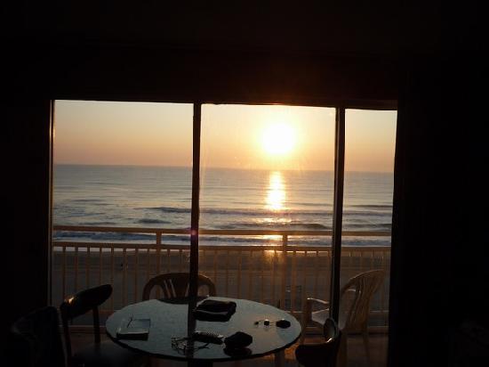 Marjac Suites: Lever de soleil de notre chambre