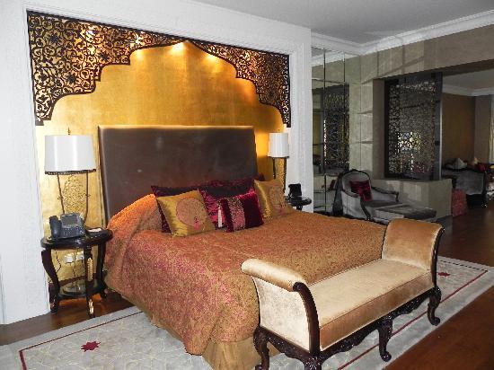 โรงแรมจูไมราซาบีลซาเรย์: Bedroom (suite)