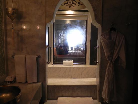 โรงแรมจูไมราซาบีลซาเรย์: Bathroom (suite)