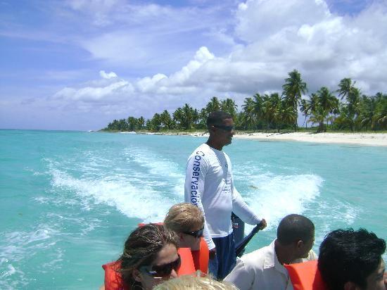 Isla Saona: llegando en la lancha a la playa de Saona