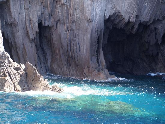 SAT Group Tours: The rock formations among the islands