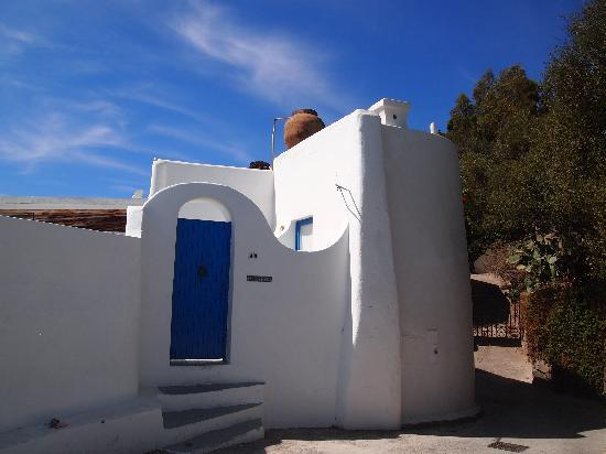 SAT Group Tours: Beautiful houses in Panarea