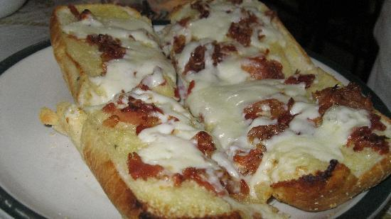 Dolce: Garlic Bread w/Bacon and Cheese