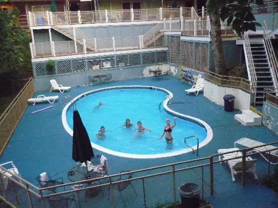 1876 Inn & Restaurant : pool